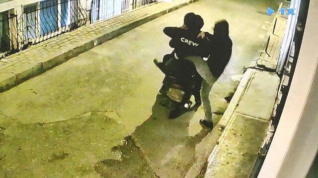 Fatih'te kasadan 1 milyon lira çalan hırsızlar kamerada