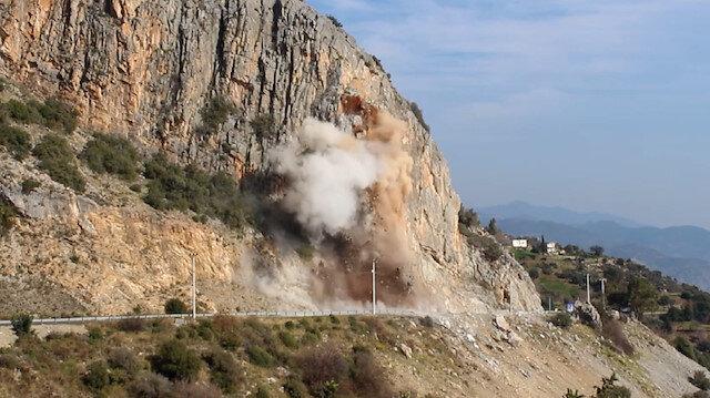 Antalya-Mersin karayolundaki kontrollü patlama anı kamerada