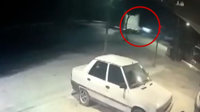 Otomobille kamyonetin kafa kafaya çarpıştığı kaza kamerada