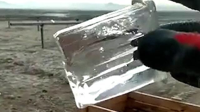 Konya'da bardaktaki su saniyeler içinde buz tuttu