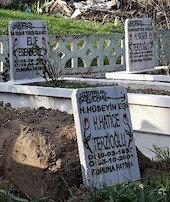 Yirmi yıl önce ölen kadının mezar taşını çaldılar