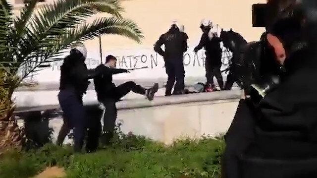 Atina'da Yunan polisi üniversite kampüsüne girip öğrencileri copladı