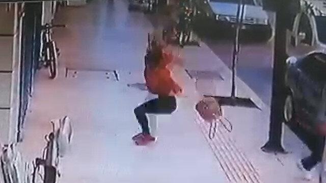 Antalya'da genç kadın balkondan düştü: Kaldırımda yürüyen kişi saniyelerle kurtuldu