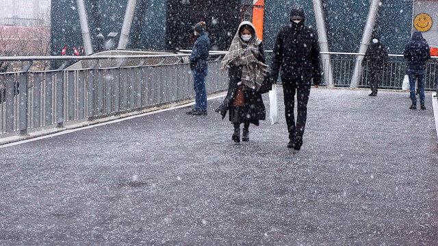 Meteoroloji'den dikkat çeken açıklama: İstanbul'da kar kalındığı 30 santimetreye çıkacak