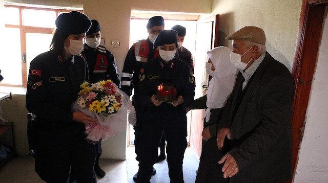 Yozgat'ta jandarmadan 50 yıllık evli çifte 14 Şubat sürprizi
