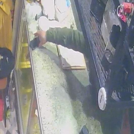 Karaköy'deki tatlıcıya giren hırsız garsonun telefonunu kaşla göz arasında çaldı