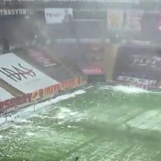 Galatasarayda Kasımpaşa maçı öncesi stadyumun çatısındaki karlar temizlendi