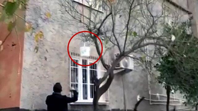 Adana'da sepet sarkıtarak satış yapan uyuşturucu tacirine suçüstü