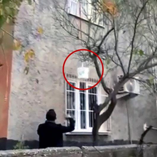 Adanada sepet sarkıtarak satış yapan uyuşturucu tacirine suçüstü