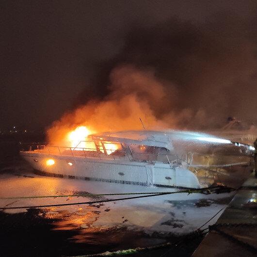 Bebek sahilinde 2 tekne alev alev yandı