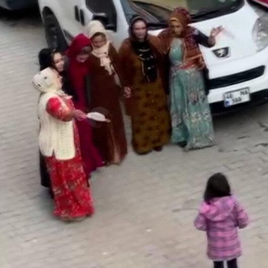 Sultangazide korona düğünü: Maskeleri mendil yapıp halay çektiler