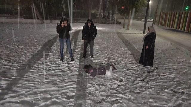 Kırıkkale'de kar sevinci: Doyasıya kar topu oynadılar