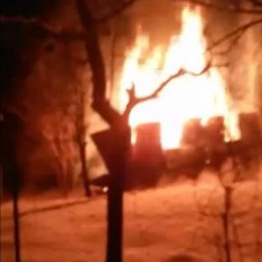 Kastamonuda kar yağışı nedeniyle itfaiyenin ulaşmakta güçlük çektiği yangına vatandaşlar kovalarla müdahale etti