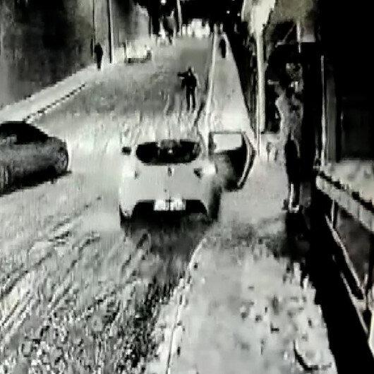 Anne ve babanın kayan araçtaki küçük çocuklarını kurtarma çabası anbean kameraya yansıdı