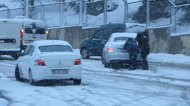 Maltepe'de yollar buz pistine döndü araçlar yolda mahsur kaldı