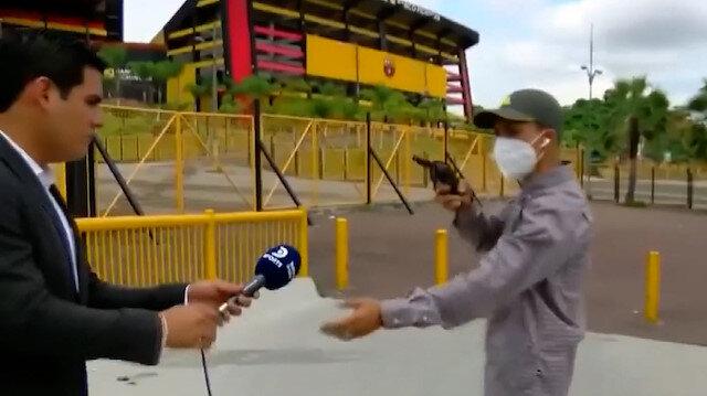 Spor muhabiri canlı yayında silahlı saldırgan tarafından soyuldu