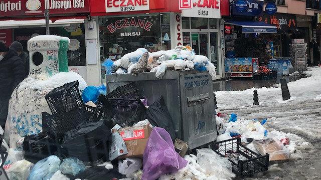 Kadıköy Belediyesi'nde çöp dağları yükseliyor