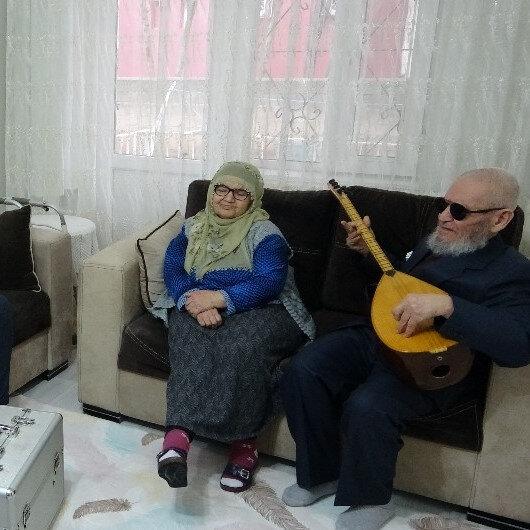 Hanifi Dede'den aşı için gelen sağlıkçılara sazlı sözlü 'korona' bestesi