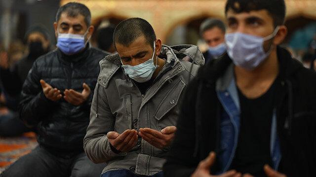 Üç ayların habercisi Regaip Kandili camilerde sosyal mesafeli idrak edildi