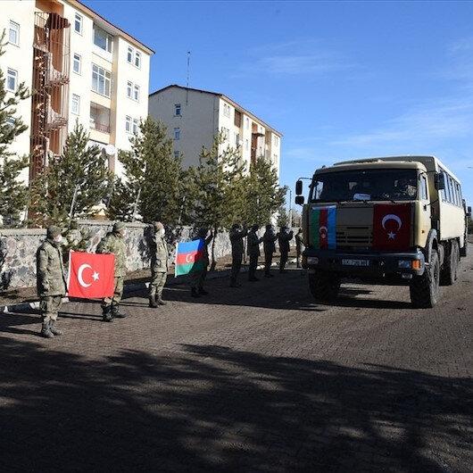 Azerbaycanlı askerlere törenli uğurlama