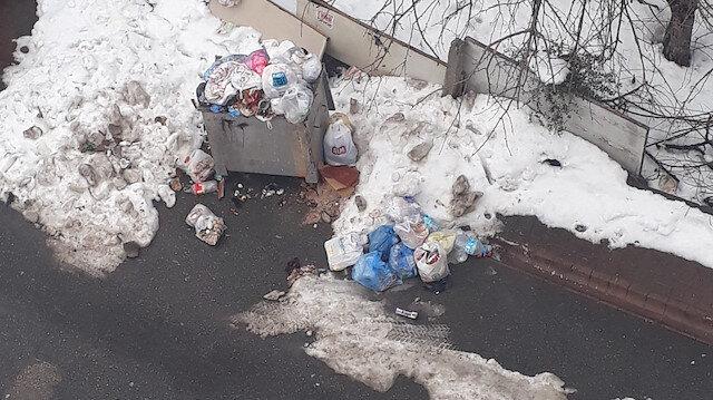 Kadıköy'deki çöp dağları Ataşehir'e uzandı: İşçiler grevde sokaklar pislik içinde