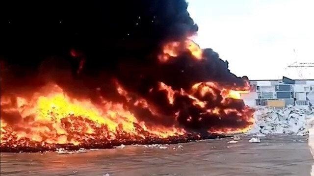 Manisa'da metal geri dönüşüm fabrikasında yangın