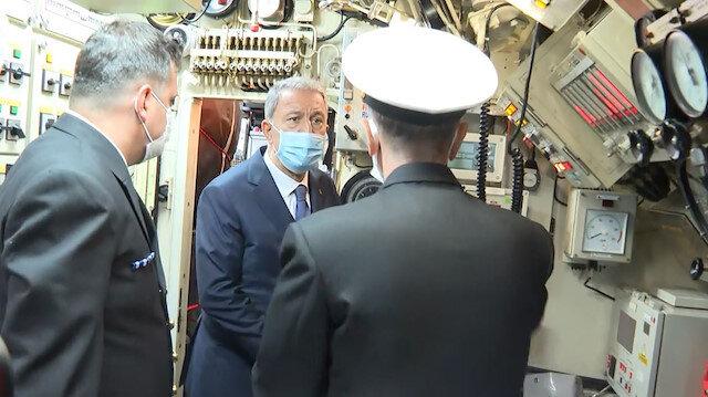 Bakan Akar'dan TCG Gür denizaltısına sürpriz ziyaret