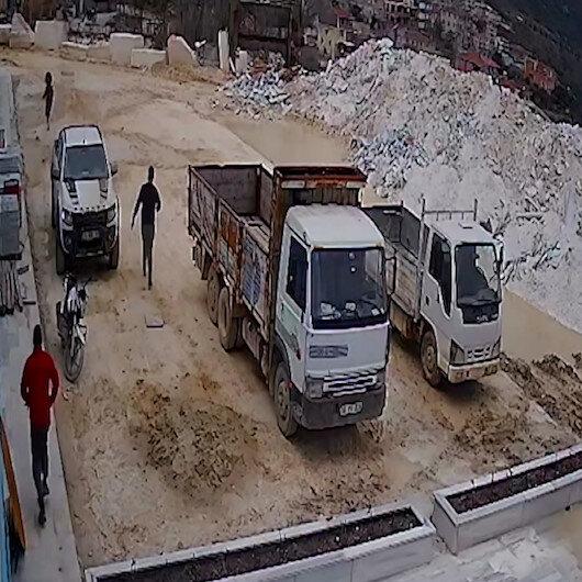 Balıkesirde maden mühendisi kadın dehşeti yaşadı: Bıçakla kovaladı üzerine araba sürdü