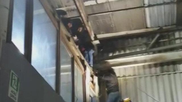 Esenyurt'taki Afganistanlı cinayetinde katil zanlısının çatıda yakalanma görüntüsü ortaya çıktı
