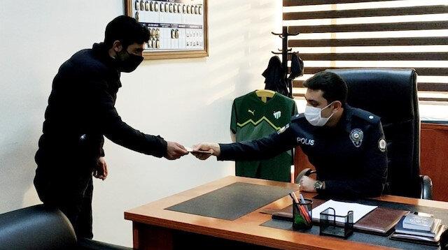'İnsanlık ölmemiş' dedirten davranış: ATM'de unutulan parayı polise teslim etti