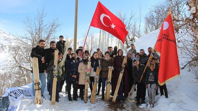 Hakkarili gençlerin kayak eğlencesine öğretmenler eşlik etti