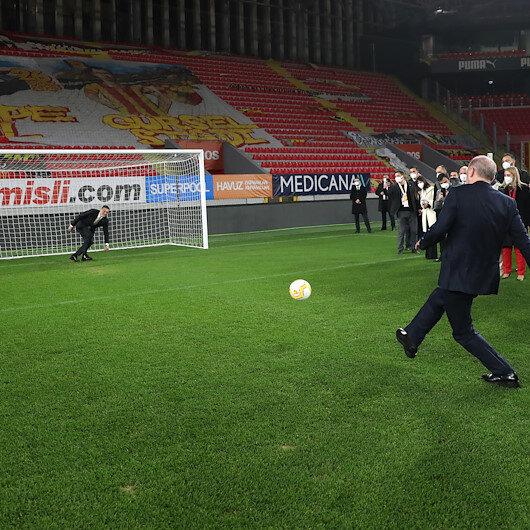 Cumhurbaşkanı Erdoğan İzmirde yeşil sahaya indi