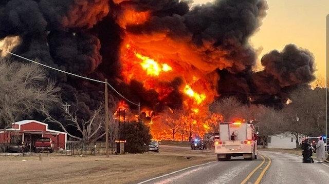 ABD'de yakıt yüklü tankerle tren çarpıştı: Alevler gökyüzüne yükseldi
