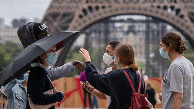 Paris'in iki bölgesinde koronavirüs tedbirleri kapsamında belirli saatlerde alkol tüketimi yasaklandı