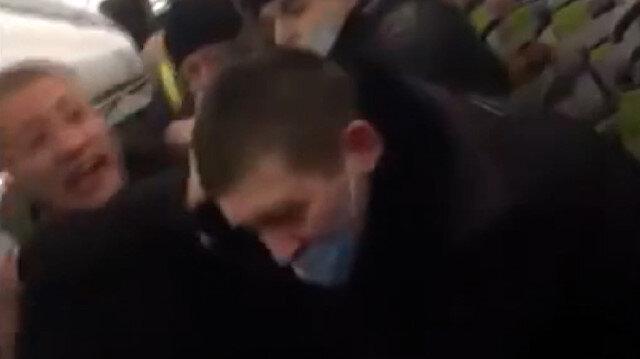 Rusya'da uçakta alkollü yolcular polise saldırınca gözaltına alındı