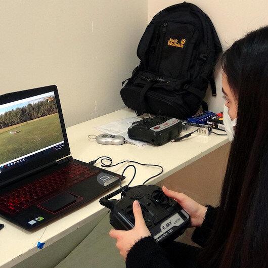 Ercişli 2 öğrenci insansız model uçak yaptı
