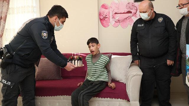 Mersin polisinden Epilepsi hastası İdris'e sürpriz