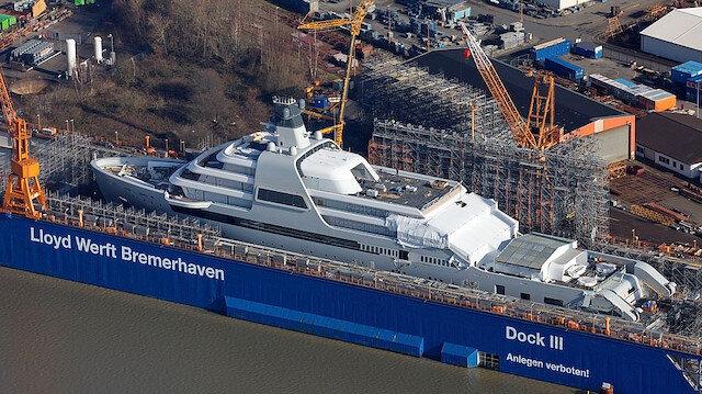 Milyarder işadamı Roman Abramovich'in 430 milyon sterlinlik yatı ilk kez görüntülendi: İçinde yok yok