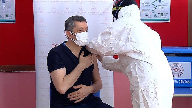 Milli Eğitim Bakanı Ziya Selçuk Çorum'da koronavirüs aşısı oldu