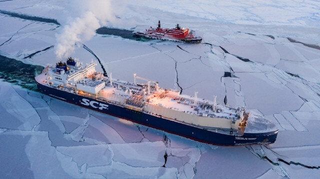 Rus gemisi tarihte ilk kez kışın ortasında Kuzey Buz Denizi'ni geçti