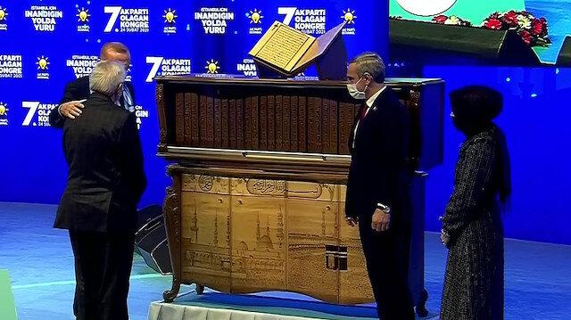 Cumhurbaşkanı Erdoğan'a hediye edilen eseri 27 ayda hazırladı: Dünyada ilk ve tek