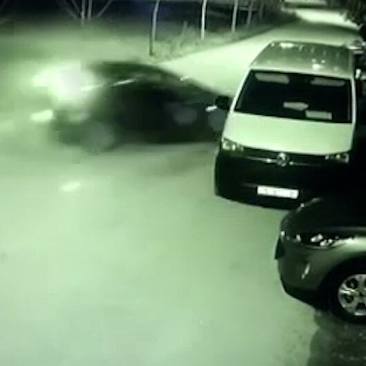 Bursada park halindeki otomobile böyle çarptı
