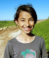 Emine artık mutlu:Okulu için yol yapıldı
