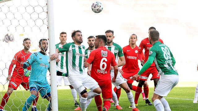 Konya'da gol sesi çıkmadı: Kötü zeminde puanlar paylaşıldı