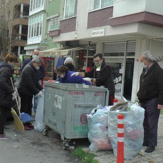 CHPli belediyede çöp krizi devam ediyor: Maltepede biriken çöpleri vatandaşlar topladı