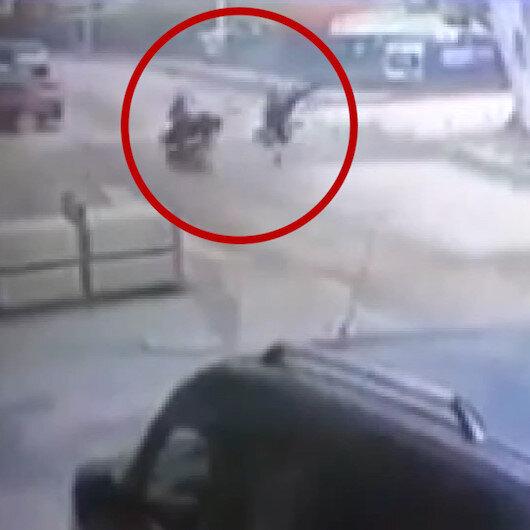 Motosikletle bisikletin kafa kafaya çarpışmasında 1i ağır 2 kişi yaralandı