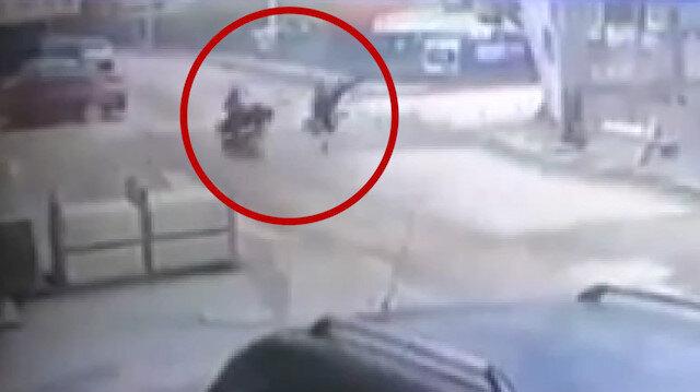 Motosikletle bisikletin kafa kafaya çarpışmasında 1'i ağır 2 kişi yaralandı