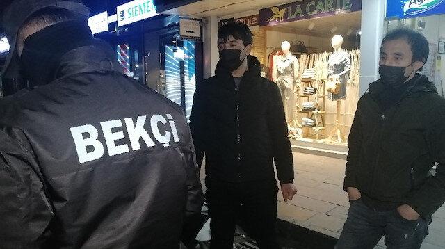 Kısıtlamayı delip maskesiz yakalandılar: Çekirdek çitliyorduk