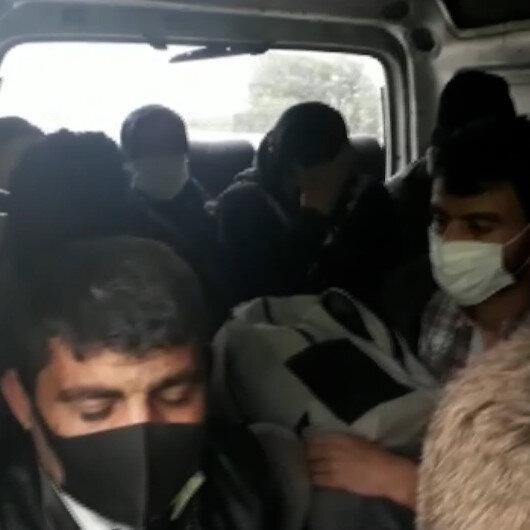 Adana'da 9 kişilik araçtan 18 kişi çıktı