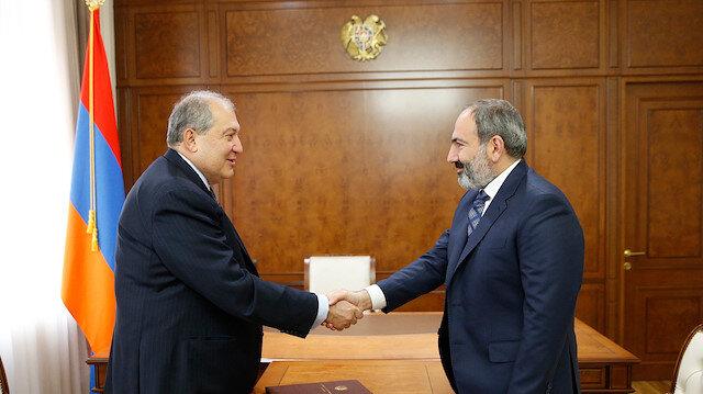 Ermenistan Cumhurbaşkanı Sarkisyan'dan 'ordudan yana' karar